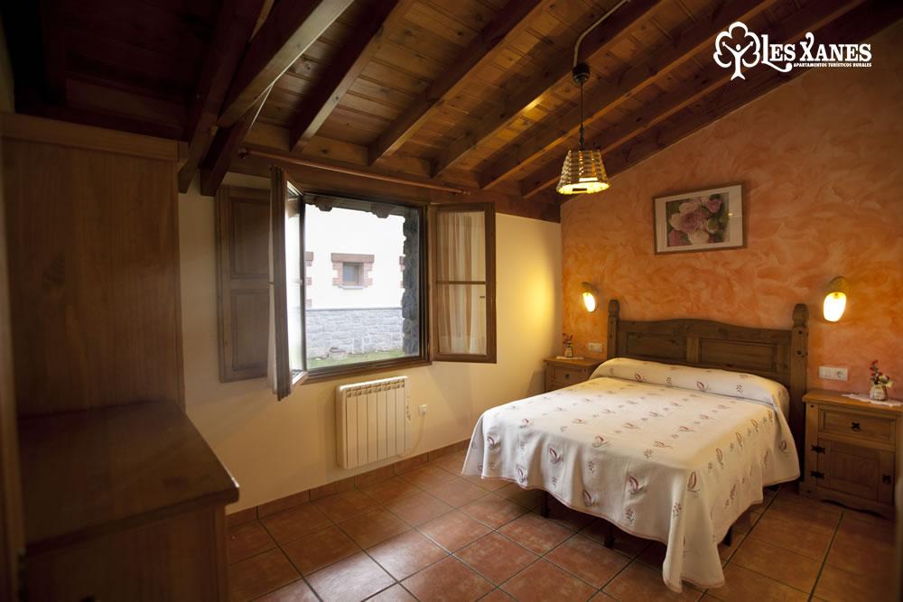 Habitación amplia cama matrimonio